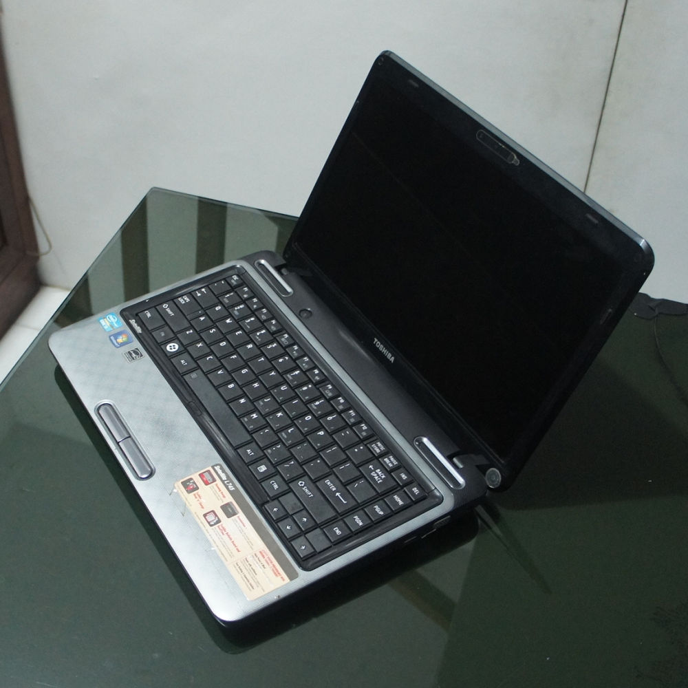 Toshiba Satellite L745 Laptop Core i3