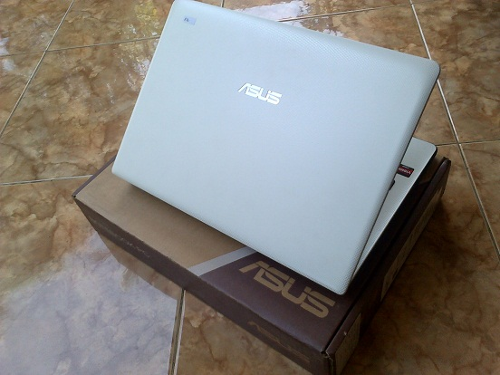 Asus X401U Slim Putih Second